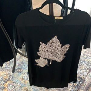 🌟 NEW Black Leaf T-shirt Sz L/XL